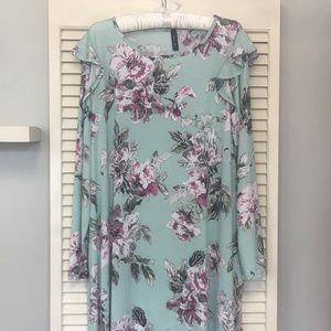 NEW! 🖤 Aura's Mint Floral Plus Dress w/pockets